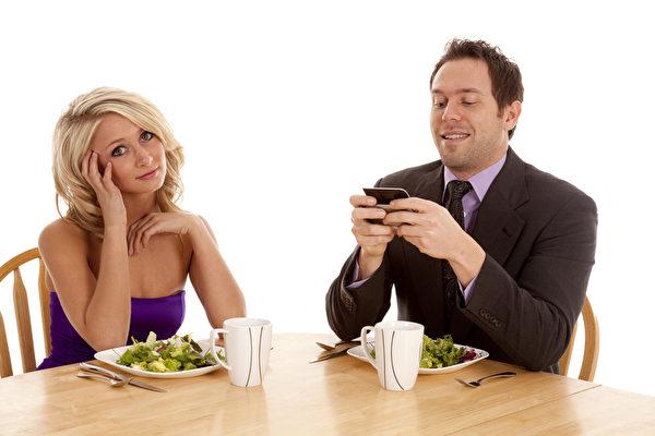 想要男人認真聽妳說  晚餐時間最佳