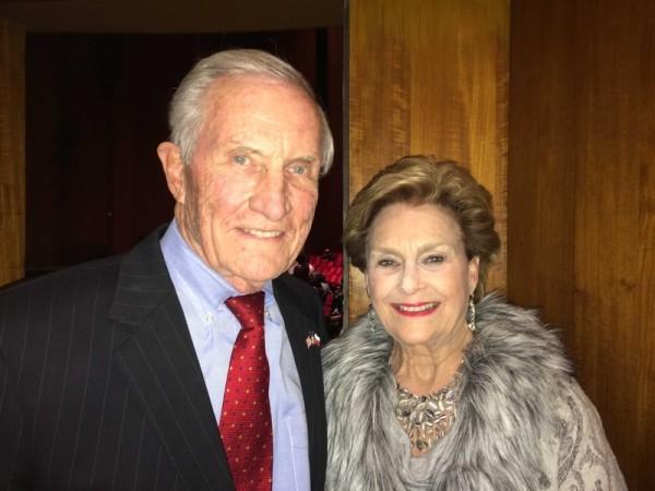 2015年1月6日晚,前德州州务卿、德州共和党主席George Strake携夫人观看了神韵巡回艺术团在休斯顿琼斯表演艺术剧院(Jones Hall)的第十一场演出。(June Fakkert/大纪元)