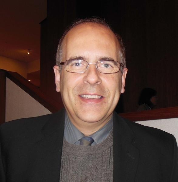 著名国际医学杂志《BMC医学遗传学》(BMC Medical Genetics)的副主编、贝勒医学院教授Fernando Scaglia博士2015年1月3日下午欣赏了神韵巡回艺术团在休斯顿琼斯表演艺术剧院(Jones Hall For The Performing Arts)演出。(李辰/大纪元)