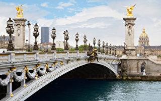 法国巴黎,清晨的亚历山大三世桥。(fotolia)