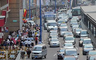 """出租专车""""混战""""打车软件Uber广州总部被查"""
