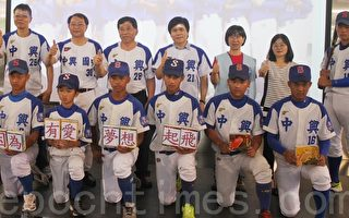 5萬支冰棒義賣   助貧困學童築棒球夢