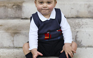 英國喬治王子騎倫敦警察摩托很威風