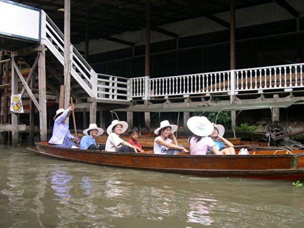 泰国水上市场。(图:信男国际贸易提供)
