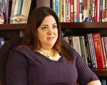 南加大副教授韋內葛斯 (Kristan Venegas) 6日表示,應盡量避免申請學生助學貸款。(鄭浩/大紀元)