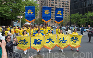 组图1:八千多法轮功学员纽约举行盛大游行