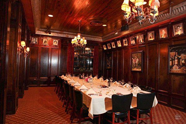 Tradicao巴西烤肉餐館有7個不同大小的包房,裝璜華麗考究,適合舉辦各種不同的聚會,畢業,生日,訂婚,公司聚會等。(餐館提供)