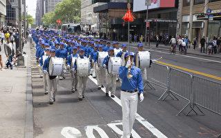 紐約八千多法輪功學員大遊行 華人被感動