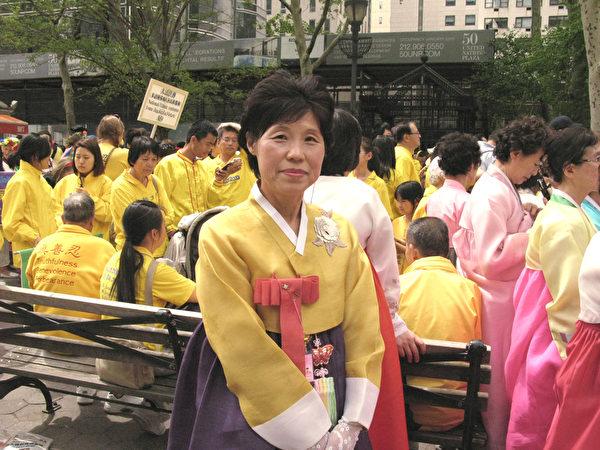 来自韩国金海市的法轮功学员金玄子女士。(张小清/大纪元)
