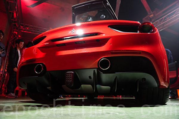 法拉利488 GTB浓缩了法拉利F1一级方程式赛车和WEC耐久赛等实战经验,并汇聚了法拉利集团过去10年XX车型设计的精髓使车辆的电控系统得到全新的提升。速度与动力可与专业赛车媲美,实现非职业赛车手也能驾驭赛道级跑车的梦想。(游沛然/大纪元)