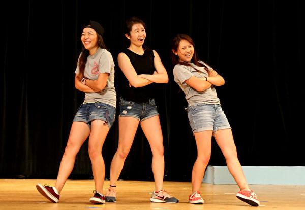 圖:瑞谷中文學校學生表演的流行舞蹈。(姬承羲/大紀元)