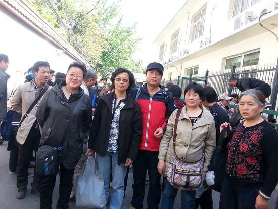 上海1,193位訪民簽名參加第26次國家信訪局大集訪,控告上海政府。圖為部分訪民。(馮正虎提供)