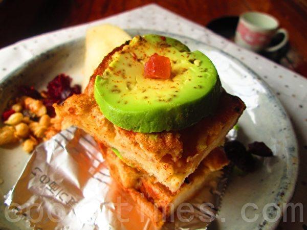 香烤法式鲔鱼饼三明治(家和/大纪元)