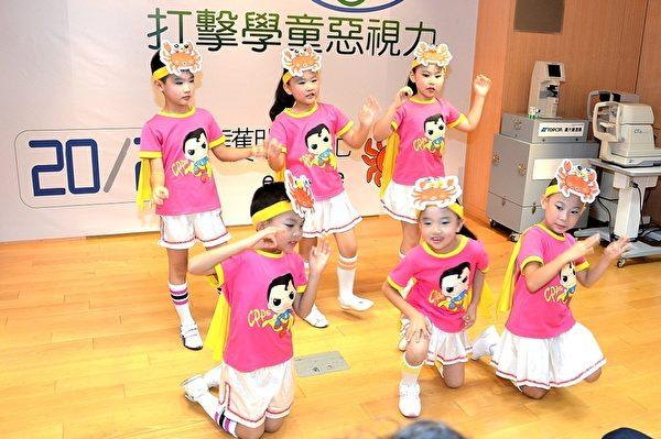 昌平國小小二學童載歌載舞來護眼。(宋順澈/大紀元)