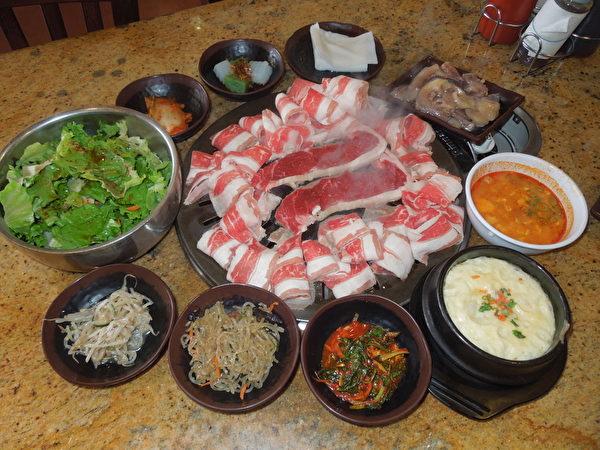"""""""新韩国之家""""继续推出每日全天$9.99无限烤、无限吃特价韩国烤肉,无论是午餐或晚餐。(商家提供)"""