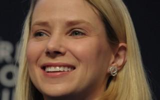 研究顯示,2014年美國薪酬最高的十大女性首席執行官,雅虎的瑪麗莎‧梅耶爾(如圖)排名第一。(ERIC PIERMONT/AFP/Getty Images)