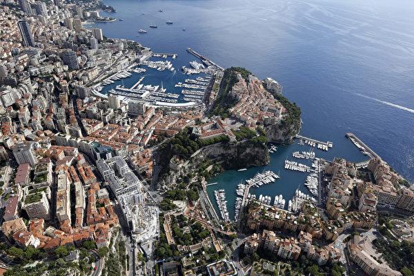 地中海邊峭壁上的歐洲小國摩納哥。(VALERY HACHE/AFP)