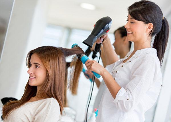 在髮廊支付小費,給15%就足夠了。(Fotolia)