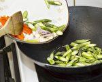 有些蔬菜是要煮熟才会释放出更多维生素和矿物质,发挥更好的养生效果。(大纪元图片库)