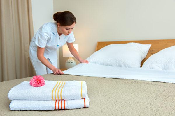 每天支付2~5美元給幫您收拾房間的服務員。(Fotolia)