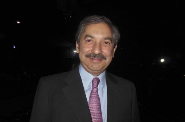 墨西哥前联邦内政部副部长、新莱昂州(Nuevo Leon)前州长Jose Natividad Gonzalez Paras先生5月13日晚观看了美国神韵舞剧团在墨西哥首都墨西哥城的第7场《西游记》舞剧演出。(李辰/大纪元)