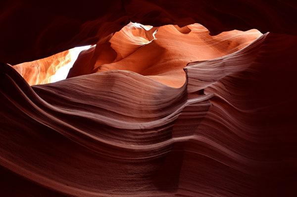 美国亚利桑那州上羚羊峡谷岩层(MLADEN ANTONOV/AFP)