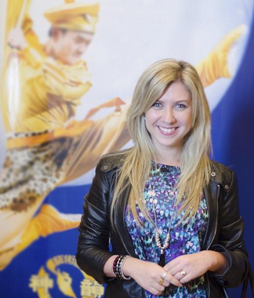 一家电视台主播Carolina Glasberg于5月31日晚观看了神韵舞剧《西游记》。(新唐人)