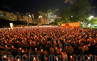 香港维园13.5万人悼六四 26年薪火相传