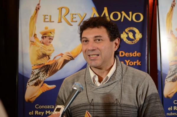 戏剧导演Leonardo Gavriloff先生于6月4日在布宜诺斯艾利斯观看了神韵舞剧《西游记》。(新唐人)