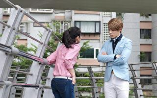 陈奕(右)剧中饰演高傲的富二代,与任容萱有对手戏。(达腾娱乐提供)