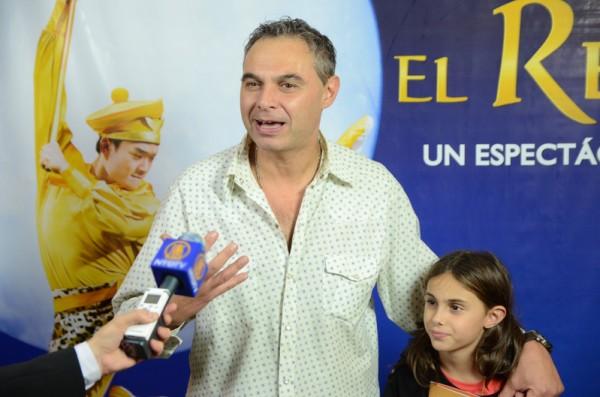 Alejandro Puertas先生于6月5日晚观看了神韵舞剧团在阿根廷首都布宜诺斯艾利斯的Opera剧院上演的《西游记》第二场演出。(新唐人)