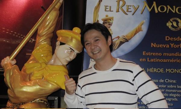 华裔导演、知名演员黄胜煌(Igancio Huang)先生于6月5日晚观看了神韵舞剧团在阿根廷首都布宜诺斯艾利斯Opera剧院的第二场《西游记》演出。(林南/大纪元)