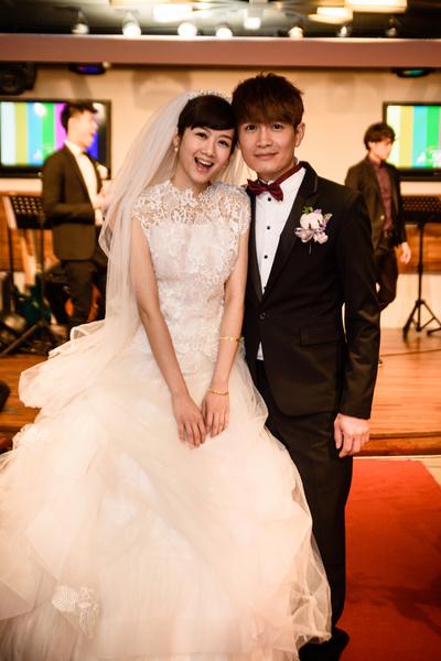 罗文裕与新娘完成终身大事。(彩虹天堂提供)