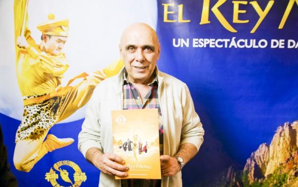 Osvaldo Sabino先生于6月7日下午观看了神韵舞剧团的《西游记》舞剧。(Elina Rillafane/大纪元)