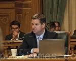 與舊金山市長李孟賢一起提出較溫和短租規範化法案的市議員馬克‧法瑞爾(Mark Farrell)。(周鳳臨/大紀元)