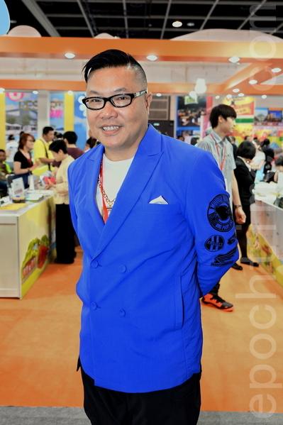 """香港专栏作家、""""泰国通""""胡慧冲说现时港人除了自由行,还会买些东西回来放在网上卖。(宋祥龙/大纪元)"""