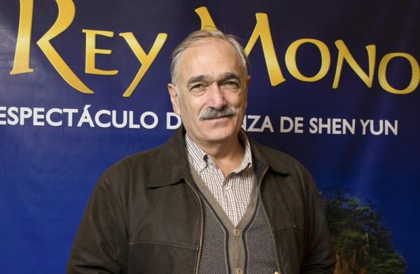 阿根廷联邦众议员Ricardo Cuccovillo先生于6月12日晚在阿根廷首都布宜诺斯艾利斯的Opera剧院观看了神韵舞剧团的《西游记》演出。(新唐人)