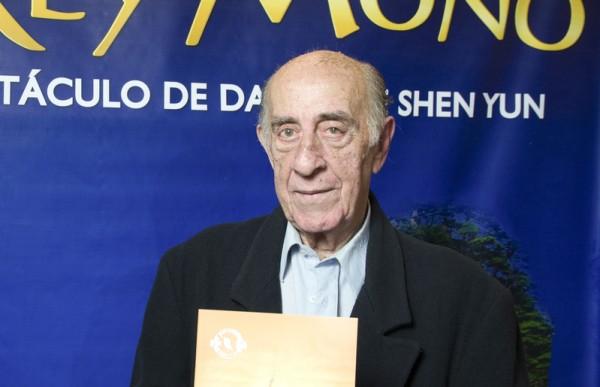 记者Ernesto Mariano先生于6月12日晚再次在阿根廷首都布宜诺斯艾利斯的Opera剧院观看了神韵舞剧团的《西游记》演出。(新唐人)