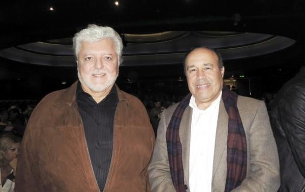 秘鲁驻阿根廷大使Jose Luis Perez Sanchez Cerro先生(左)与哥伦比亚驻阿根廷大使Alejandro Navas Ramos先生于6月13日晚在阿根廷首都布宜诺斯艾利斯的Opera剧院观看了神韵舞剧团的《西游记》演出。(林南/大纪元)