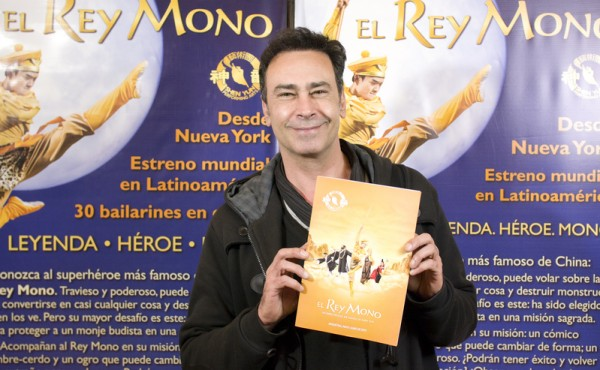 演员Jorge Schubert先生于6月13日晚在阿根廷首都布宜诺斯艾利斯的Opera剧院观看了神韵舞剧团的《西游记》演出。(新唐人)