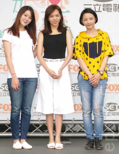 福斯、三立电视电影《结婚禁行曲》于2015年6月18日在台北举行开镜仪式。图为杨雅筑(左)、夏于乔、林昱秀。(黄宗茂/大纪元)