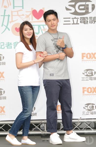 福斯、三立电视电影《结婚禁行曲》于2015年6月18日在台北举行开镜仪式。图为杨雅筑、许孟哲。(黄宗茂/大纪元)