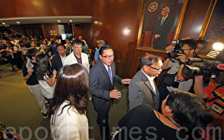 國際傳媒聚焦香港政改表決 建制議員離場成焦點