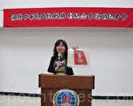 王映陽展示「抗戰勝利紀念章」的圖片。(林丹/大紀元)