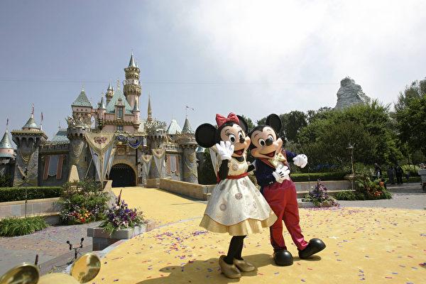 美國加州迪士尼樂園的的靈魂人物米奇和米妮。 (Hector MATA/AFP)