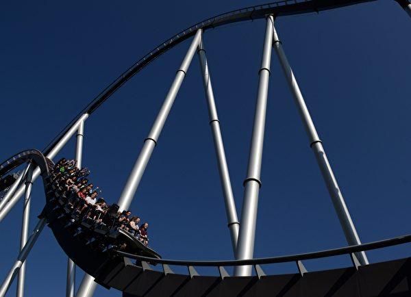 德國歐洲主題樂園的銀星過山車,是全歐洲最高和最大的過山車。(PATRICK SEEGER/AFP/Getty Images)
