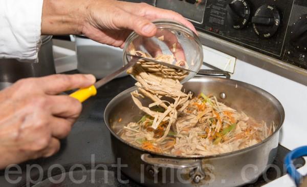 【梁厨美食】涼拌牛蒡腐皮絲