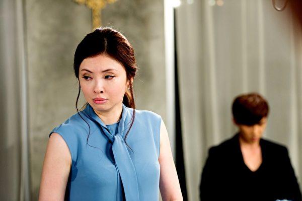 何如芸(左)最近在《莫非,这就是爱情》中客串演出,饰演唐禹哲从小就离家母亲。(三立提供)