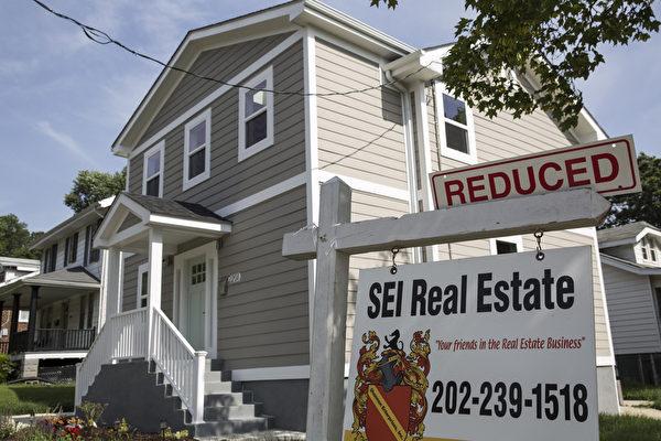 2015年6月23日,华盛顿特区东北,一处待出售的联排屋。美国新屋销售率升至近七年5月份的最高水平,表明今年下半年房市蓄势待发。(Drew Angerer/Getty Images)