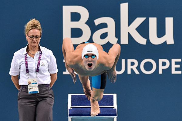 2015年6月23日,在巴库欧运会,俄罗斯的丹尼尔·帕霍莫夫在男子50米蝶泳的比赛中。(KIRILL KUDRYAVTSEV/AFP)